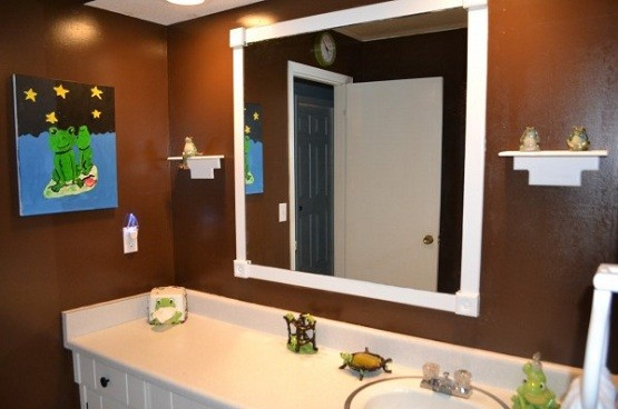 Frog bathroom decor in bold brown color home interiors for Bathroom decor 2012