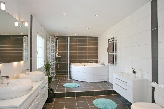 Dealing With Vanity Cabis And Bathtubs When Installing Laminate Floors