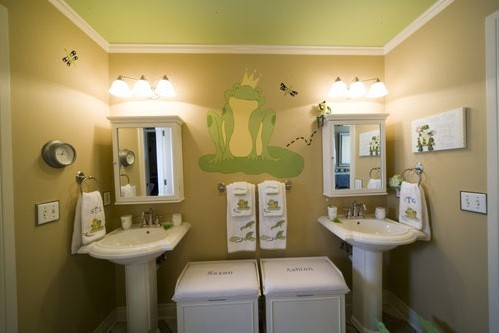 frog mural on the bathroom wall | Home Interiors
