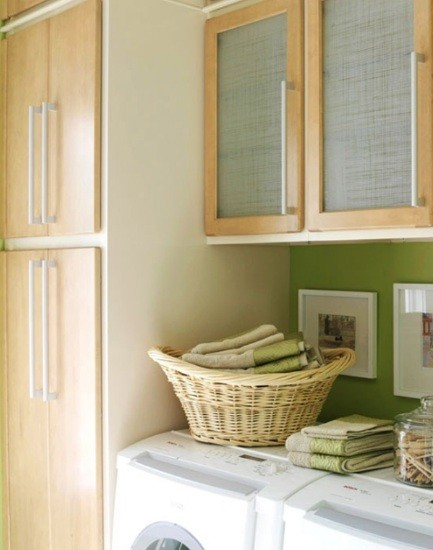 Storage cabinet design for small laundry room