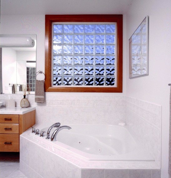 Bathroom window ideas to complement your bathroom home for Windows in bathrooms ideas