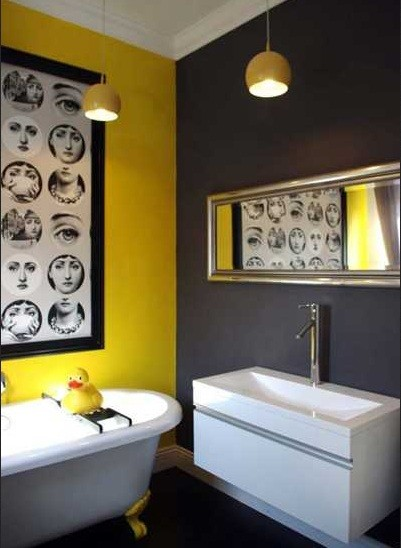Dark and bright colors bathroom paint | Home Interiors