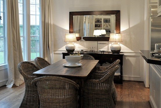 Dining Room Lighting Ideas And The Arrangement Tips Classic Lamp On A Buffet