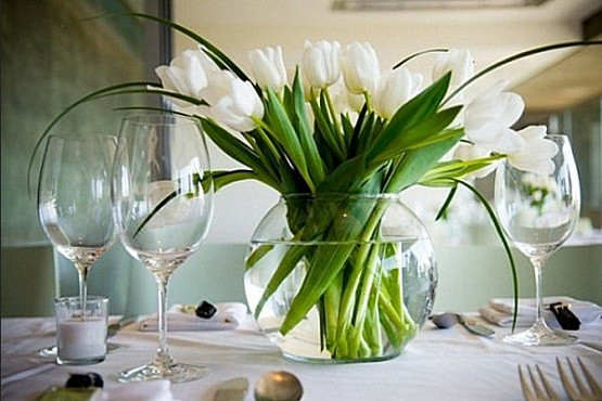 Beautiful and affordable centerpiece ideas for dining room - Flowers for dining room table ...