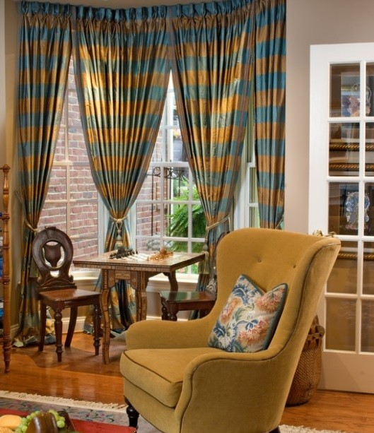 Decorating Your Small Living Room Using Blue and Brown Curtains | Home Interiors