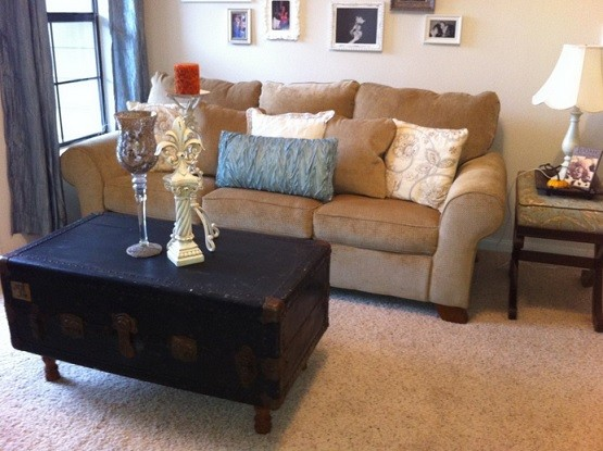 Decorating Your Small Living Room Using Blue And Brown