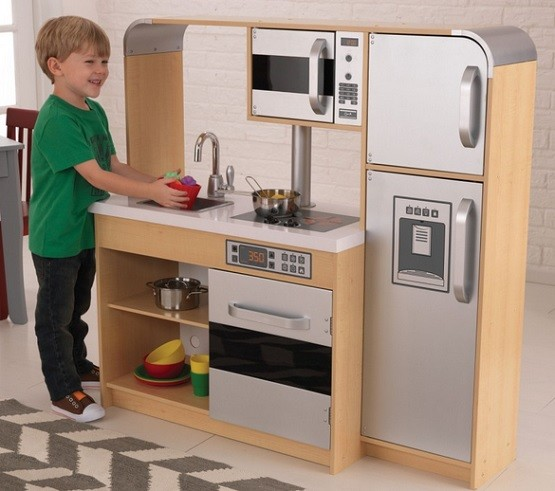 Finding good wooden play kitchen sets for your kids home for Kitchen set 2015