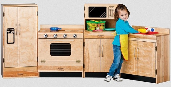 Finding Good Wooden Play Kitchen Sets for Your Kids | Home Interiors