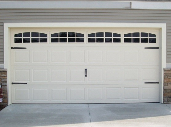 Plastic garage door window inserts home interiors for Best windows for a garage