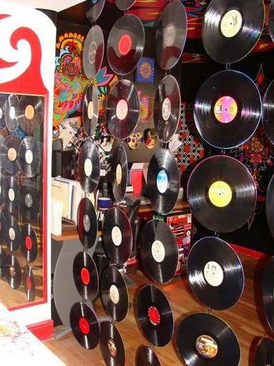 Creative room dividers using vinyl records