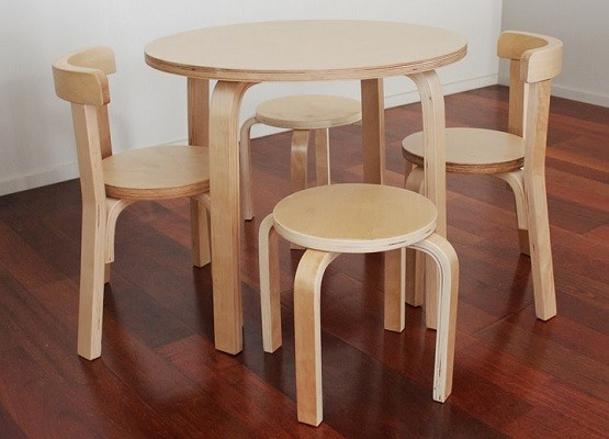 round children wooden table and chairs