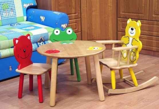 Round children wooden table and rocking chairs
