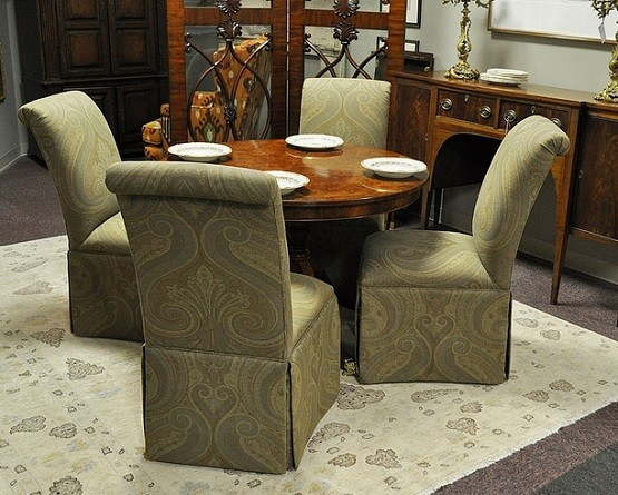 4 Upholstered Dining Room Chairs With Casters And Round Table