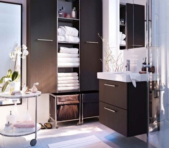 Simple storage ideas for small bathrooms home interiors for Simple bathroom designs for small bathrooms