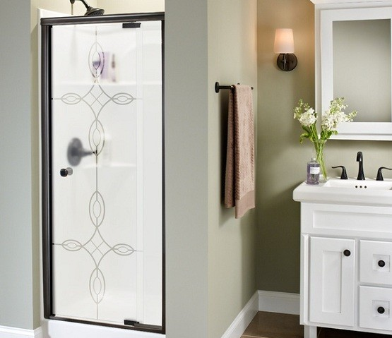 Pivot shower stall doors with decorative glass pattern