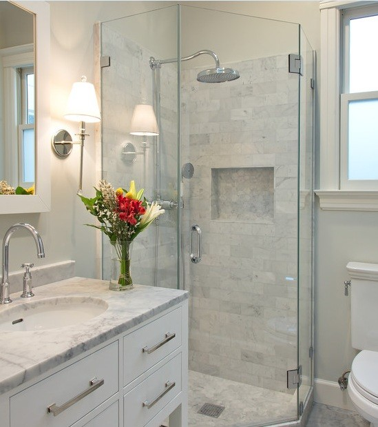Frameless corner shower stalls with marble shower tile