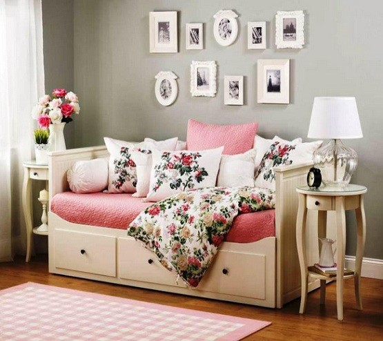 White daybeds with storage and classic table lamp