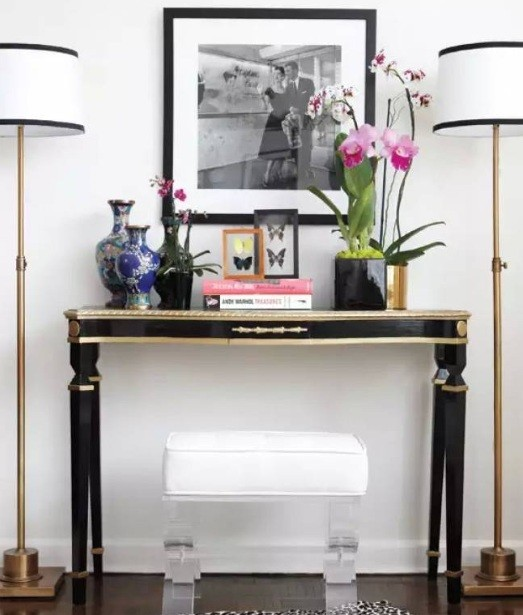 besides that you can also put a wide glossy frames mirror above the wooden table with some brown ottomans beside it it can be a good spot for you to sit