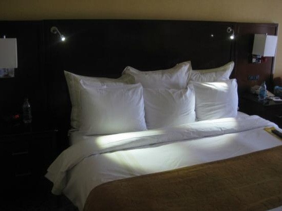 Stylish Headboard with Reading Lights Design For Your Bedroom